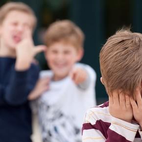 El castigo de una mamá a su hija que hace bullying divide a las redes sociales