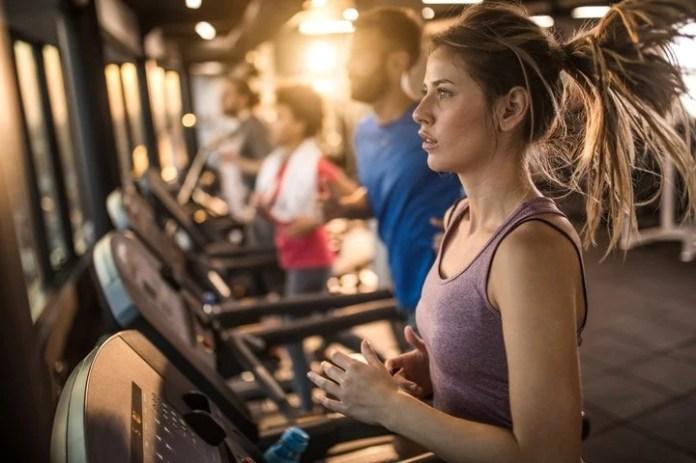"""La actividad física se recomiendo durante el día, para no estimular a """"deshora"""" la producción de endorfinas que retrasan el inicio del sueño."""