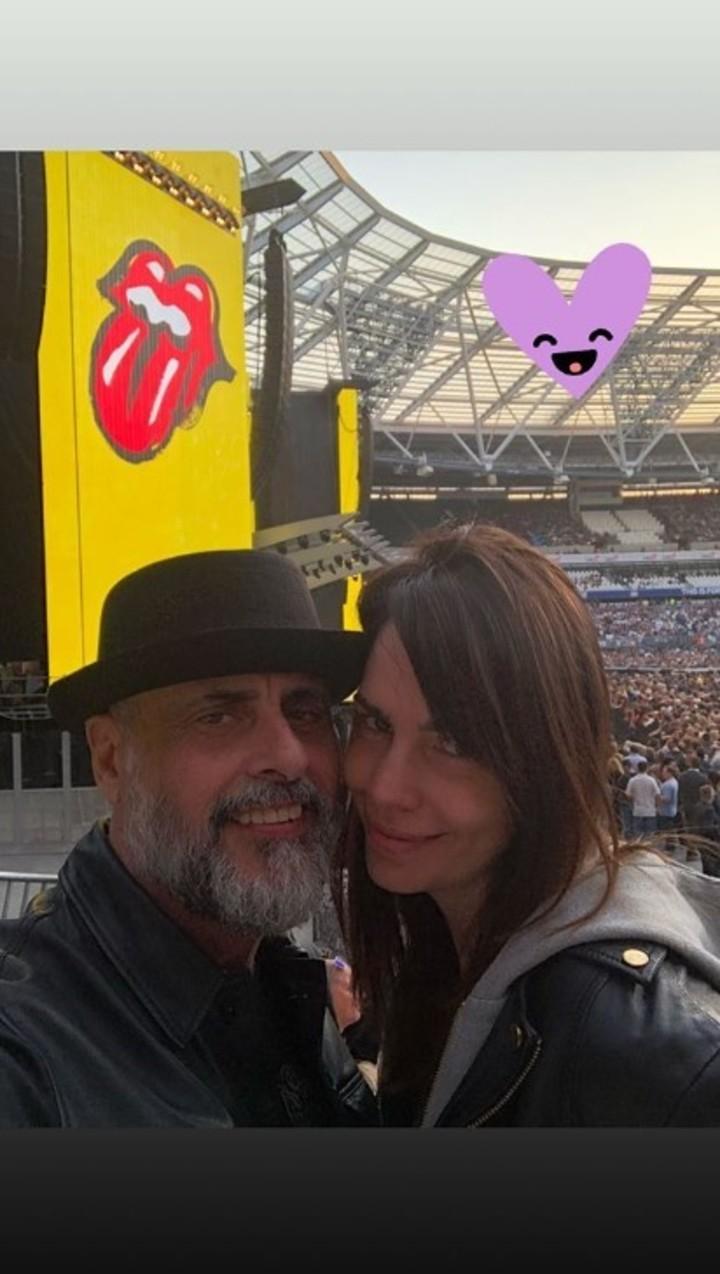 El periodista y su novia en el recital de los Rolling Stones. (Instagram)