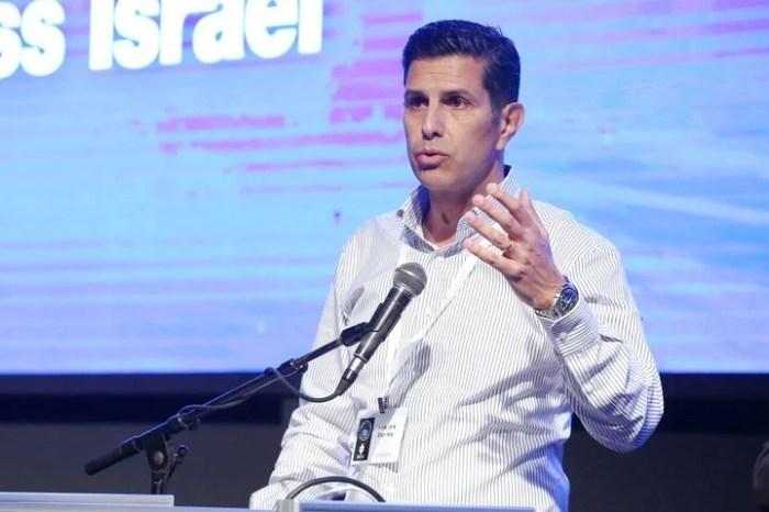 Eitan Atia, director general del Forum 15, cambió drásticamente el ángulo de la discusión sobre el progreso social y tecnológico.
