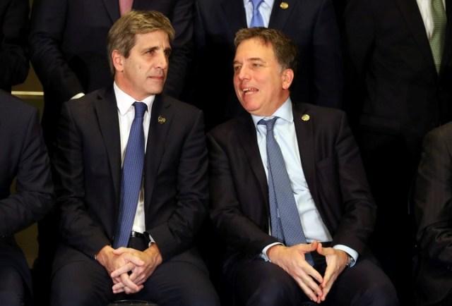 Luis Caputo y Dujovne tuvieron una áspera disputa por el anuncio que hizo Macri el miércoles. El Presidente les pidió que trabajen juntos en este momento de turbulencias. Reuters