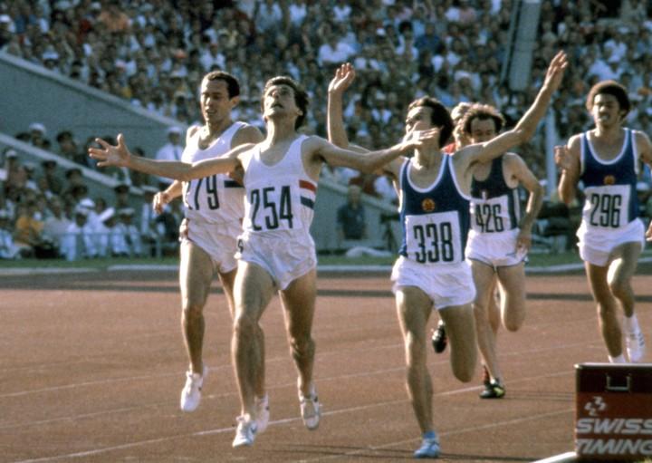 Sebastian Coe wins a historic 1500 meters.  Photo: AP.