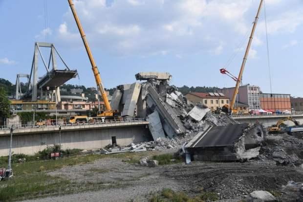 La tragedia. Vista del colapso del puente, el 14 de agosto, que provocó la muerte de 43 personas. EFE/EPA/LUCA ZENNARO