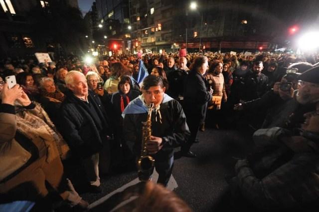 Marcha en el congreso para pedir el desafuero de la senadora Cristina Fernández de Kirchner y la Ley extinción de dominio. (Federico Lopez Claro)