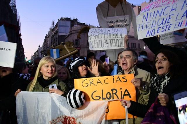 Marcha en el congreso para pedir el desafuero de la senadora Cristina Fernández de Kirchner y la Ley extinción de dominio. (Marcelo Carroll)