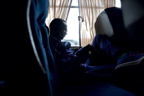 El etíope Mosinet Geremew descansa en la combi que lo lleva al Rosedal. Foto: Emmanuel Fernández