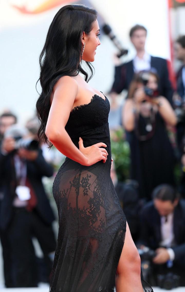 """La novia de Cristiano Ronaldo, Georgina Rodríguez, llega a la ceremonia de apertura y proyección de la película """"First Man"""" en el 75° Festival Internacional anual de Cine de Venecia.  (Foto: EFE/Ettore Ferrari)."""