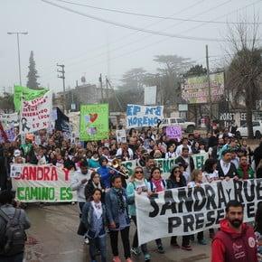 A un mes de la explosión, docentes y padres marcharon para exigir Justicia y más presupuesto