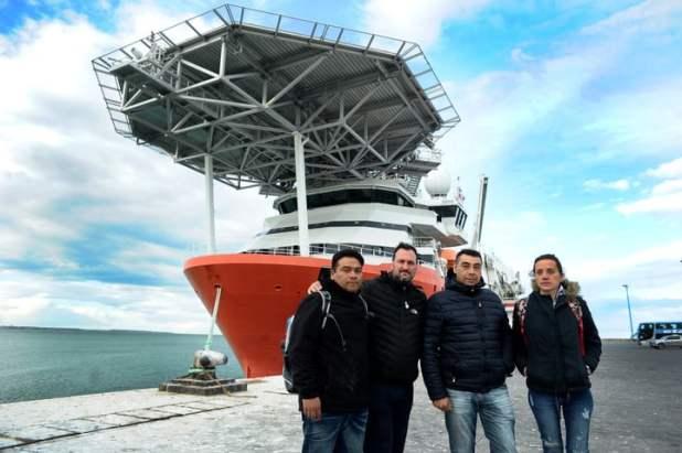Los familiares de la tripulación que participarán de la búsqueda (Germán García Adrasti)