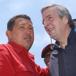 Denuncian cómo Néstor Kirchner y Hugo Chávez se quedaron con 50 millones de dólares