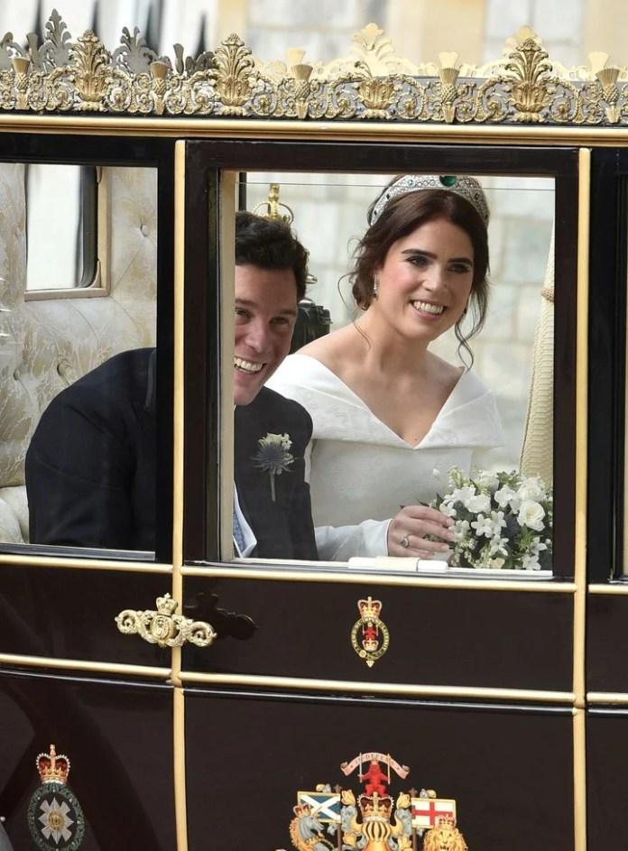 La pareja, en la carroza para el desfile (Reuters)