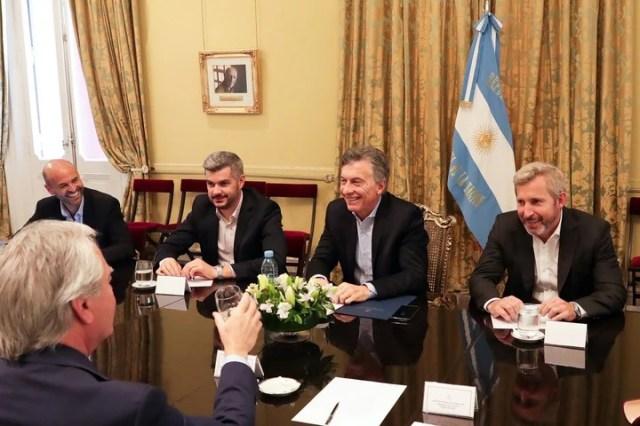 Mauricio Macri junto a Marcos Peña y los ministros Rogelio Frigerio y Guillermo Dietrich y el senador Federico Pinedo.
