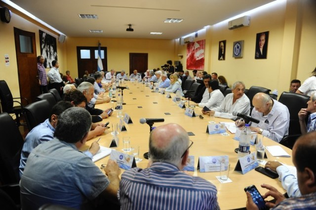 """Reunión de Consejo Directivo de la CGT. Hay gremios que proponen que la central se mantenga """"neutral"""" en la pelea presidencial."""