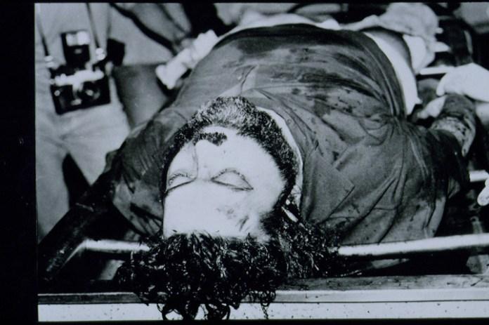 El cuerpo en la morgue de Pablo Escobar Gaviria (SYGMA).