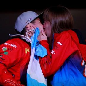 Nicolas Cavigliasso ganó el Dakar y el propuso casamiento a su novia en el podio