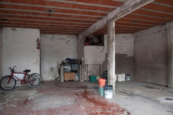 El interior de la casa donde fue hallado el cuerpo de Naiaretti. (Néstor García)