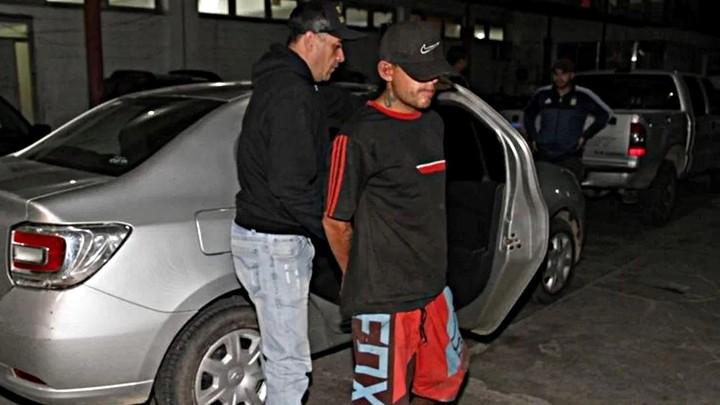 "Ceferino Alejandro Nievas, alias ""El Tucumano"", de 28 años, al momento de ser detenido.  (Filonews)"