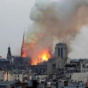 """Incendio en Notre Dame: Macron suspende un discurso y Trump dice que es """"horrible de ver"""""""
