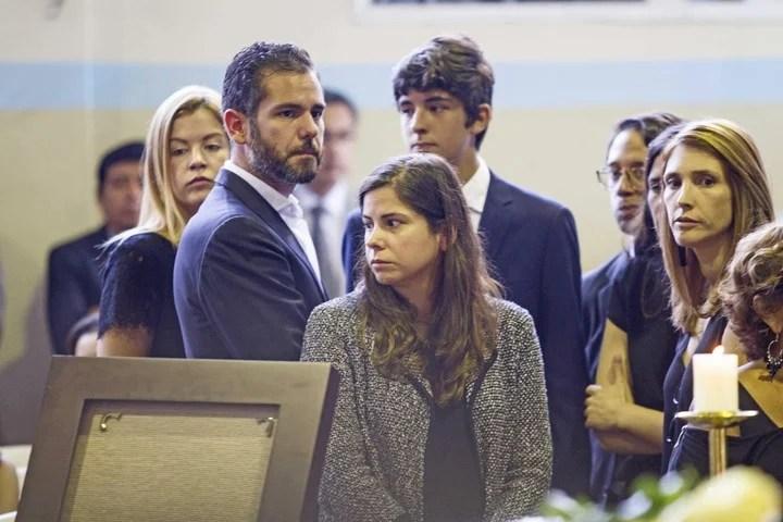Los hijos del expresidente peruano Alan García asisten al velatorio./ EFE