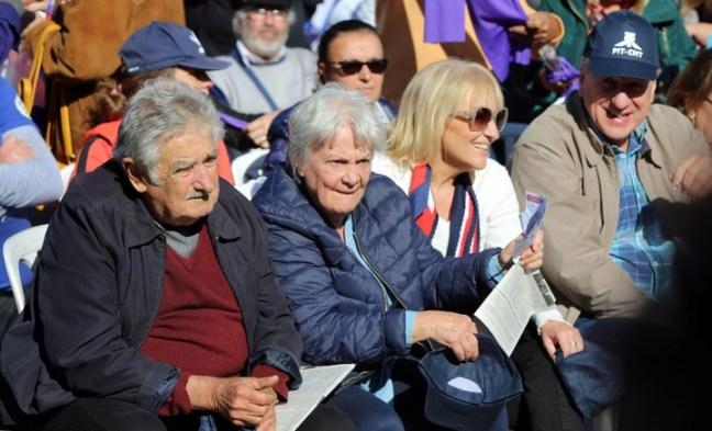 El ex presidente uruguayo José Mujica, la vicepresidenta de Uruguay, Lucía Topolansky, y la precandidata presidencial por el Frente Amplio Carolina Cosse. EFE