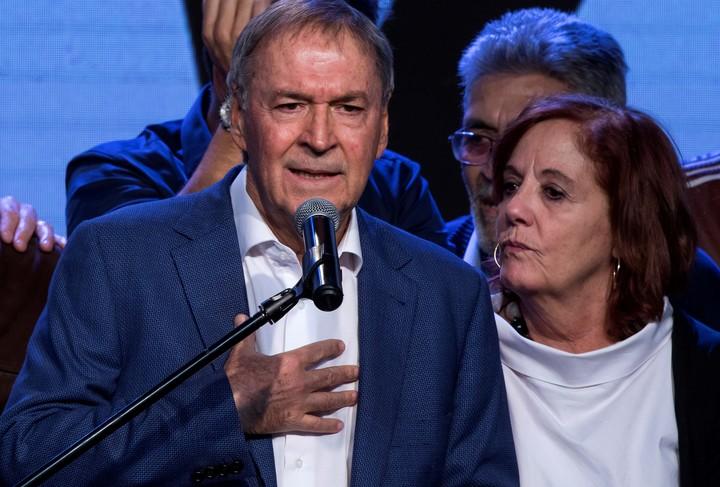 Governor Juan Schiaretti and his wife, Alejandra Vigo, who will now fight for a seat in the Senate.