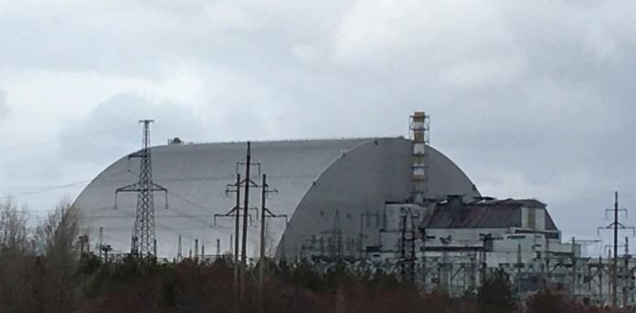 En 2016 concluyó la instalación de un sarcófago sobre el cuarto reactor que garantiza la seguridad del reciento durante los próximos cien años. /  Fotos Pablo Salvatori
