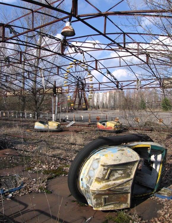 Hoy, Pripyat es una ciudad fantasma rodeada de alambres de púas. / EFE