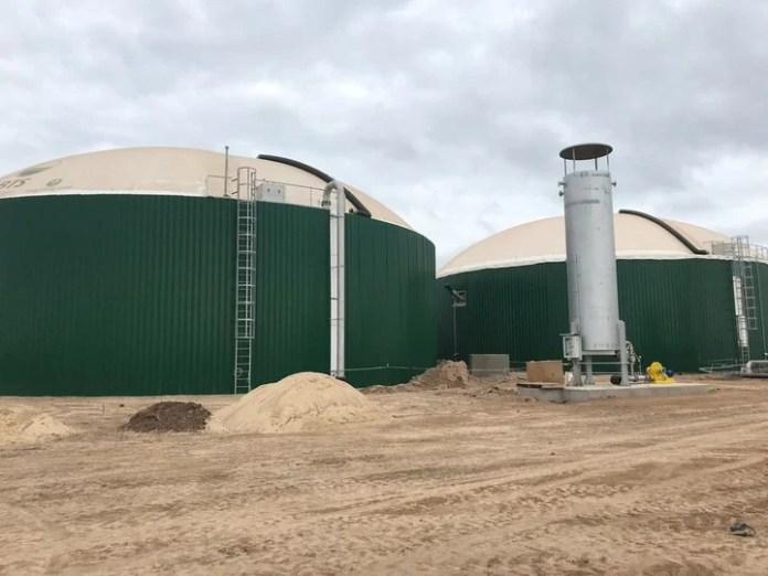 La tecnología de biodigestión anaeróbica permite el aprovechamiento de toda la biomasa vegetal de la industria semillera, como así también la de los residuos orgánicos de los establecimientos de cría de animales.