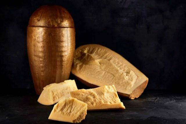 En su edición especial Santa Rosa presenta su queso Provolone con doble maduración. Doble sabor en cada bocado.