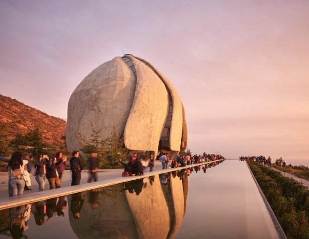 Templo Bahá'i. A las afueras de la capital chilena, con la cordillera de fondo. Foto: Doublespace Photography.