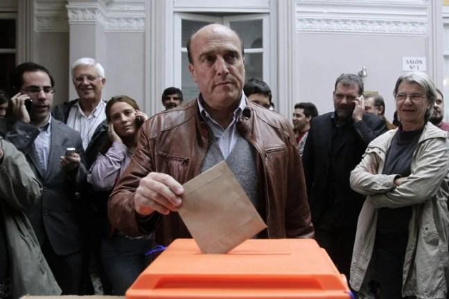 Daniel Martínez, del Frente Amplio cuando fue electo alcalde de Montevideo en 2015. EFE