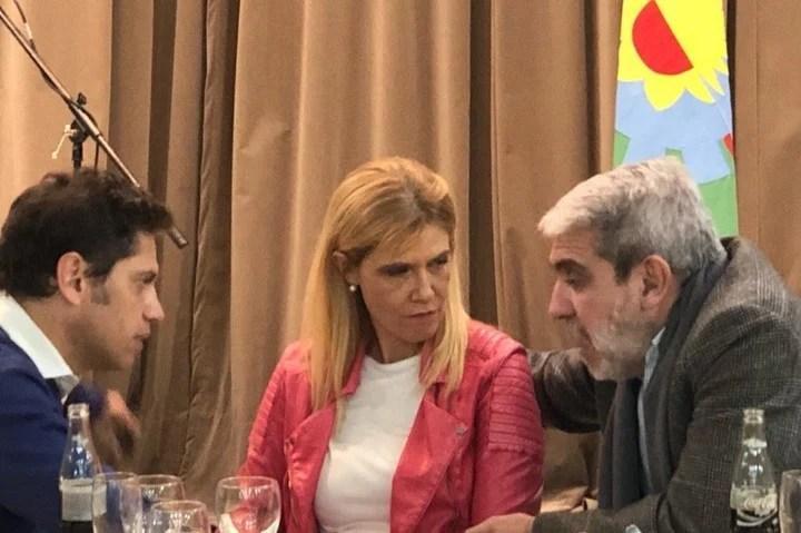 Aníbal Fernández se fotografió junto a Axel Kicillof y Verónica Magario.