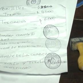 Armaban títulos truchos en menos de 48 horas y cobraban de $ 3.500 a $ 20.000: ocho detenidos