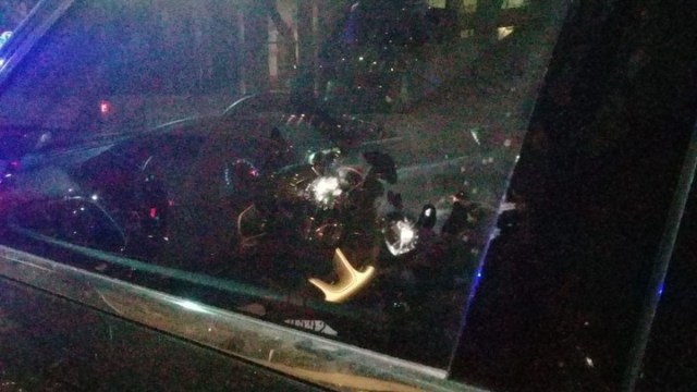 """""""Los vidrios son blindados. Esperamos que sea un hecho vandálico"""", dijo por su parte Luis Rosales."""