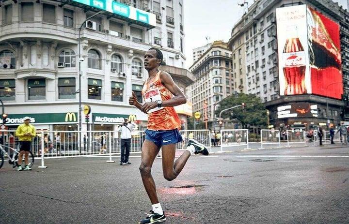 El keniata Paul Kipchumba Lonyangata vuelve a Buenos Aires tras ganar los 21K de 2017.