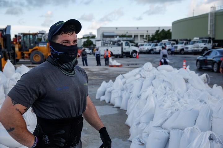 En la ciudad de Miami siguen los preparativos entre la población civil, a la espera de la posible llegada de Dorian.