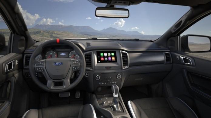 Ford Ranger Raptor. En el interior casi no hay diferencias respecto de las versiones que se fabrican en el país