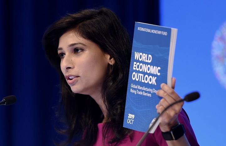 La economista jefa del FMI, Gita Gopinath, celebró el acuerdo entre el gobierno de Lenín Moreno y el movimiento indígena. /AFP