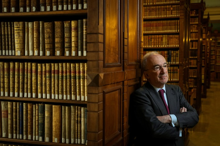 El señor de las palabras. El director de la Real Academia, Santiago Muñoz Machado. / EFE/Emilio Naranjo