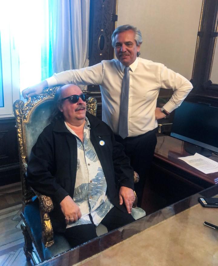 President Alberto Fernández with Litto Nebbia in the presidential office.  /Presidency