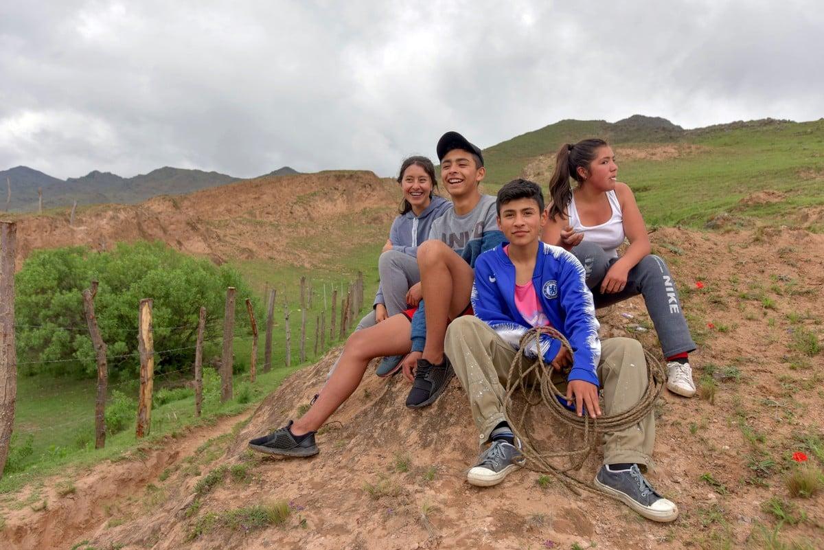 Una pequeña parada camino a lo alto de los cerros en Las Carreras, pasando la casa de los abuelos de Karen.  Foto: Rafael Mario Quinteros