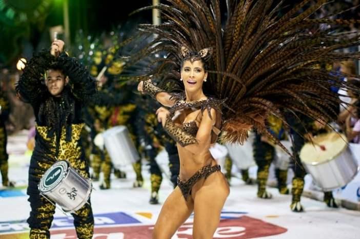 El Carnaval comenzó el 11 de enero y se extiende todos los sábados hasta el 29 de febrero, con el 22, el 23 y el 24 como las fechas más importantes (Carnaval del País)
