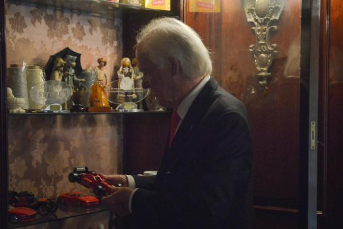 La familia de Axel guarda sus recuerdos en un escaparate (Foto: Constanza Niscovolos)