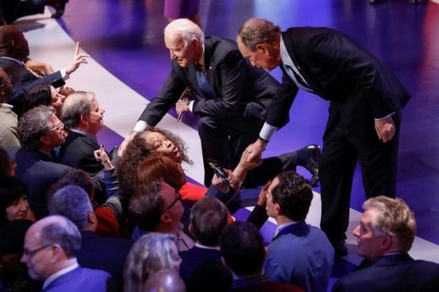 Joe Biden y Mike Bloomberg aprovecharon el debate celebrado en Charleston para intentar debilitar la imagen positiva de Sanders. /AP Photo/Patrick Semansky/