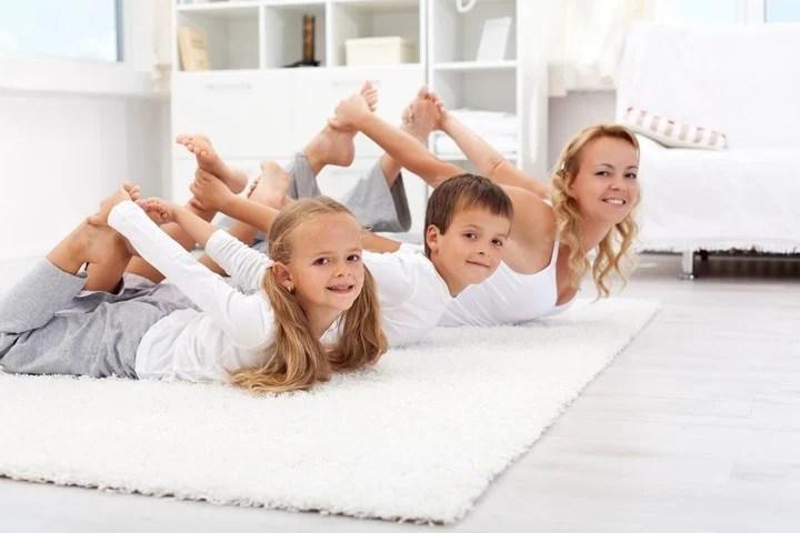 L'exercice en famille offre une activité physique et récréative.