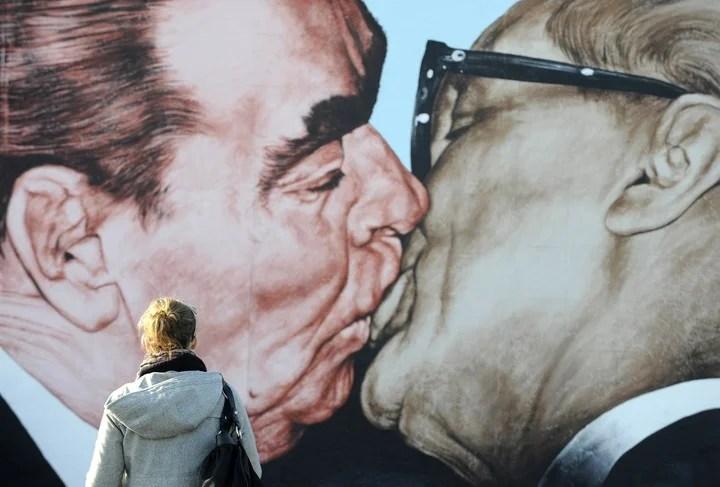 Kiss between then Soviet leader Leonid Brezhnev (L) and East German leader Erich Honecker.  Photo / AFP