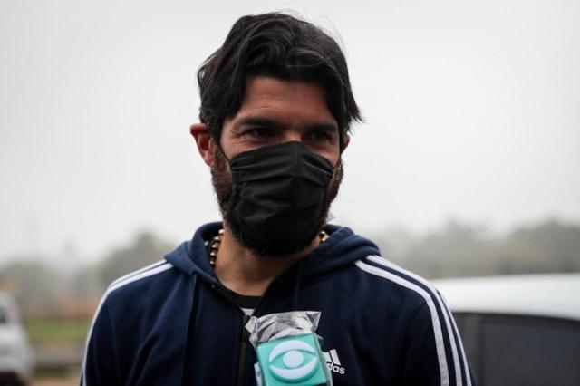 Sebastián Abreu es jugador y entrenador de Boston River. En la vuelta a los entrenamientos, se hizo el test de COVID-19. (Foto: EFE)