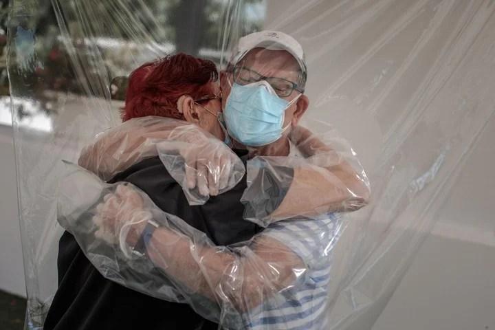 Hugs through plastic in a geriatric home in Valencia, Spain.  File photo / EFE / Biel Aliño