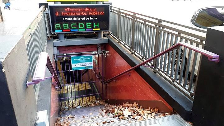 Subway stations closed due to the coronavirus prevention protocol.  / Photo Cecilia Profetico