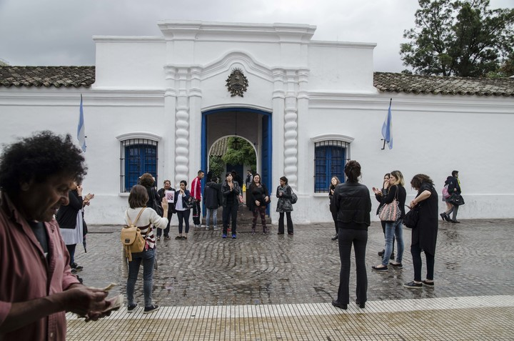 In front of the Historic House of Tucumán.  / File